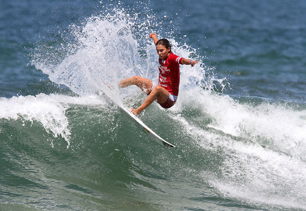 Sally Fitzgibbons competing in the Hunter Ports Classic 2012. Image: RedMonkey