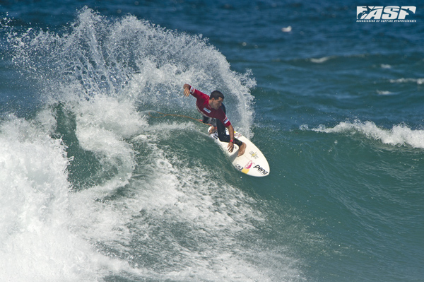 Adriano De Souza winning hist heat in the Burton Toyota Pro