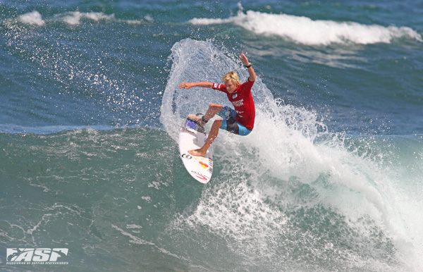 Jackson BAKER, 16 Merewether moves into round of 64 Burton Toyota Pro Junior.  Image; RedMonkey.