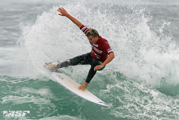 Gold Coast surfer Noa Deane (AUS) impressing onlookers at the Burton Toyota Pro Junior today. Image: RedMonkey